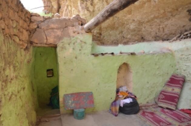 Yüz yıldır adak adanan kültür envanterindeki türbe boş çıktı