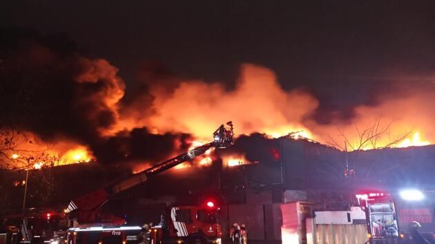 Zeytinburnu'nda kumaş fabrikasında yangın