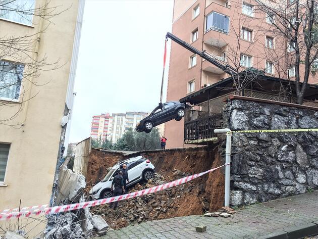Kartal'da istinat duvarı çöktü