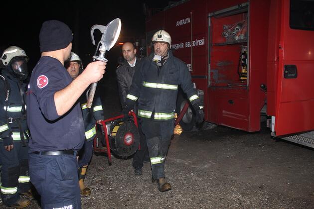Otel deposunda korkutan yangın