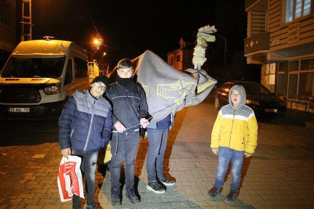 Yılbaşı devesi ile harçlık topladılar