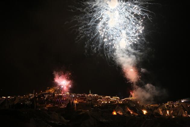 Türkiye 2020'ye 'Merhaba' dedi! Yeni yıl tüm yurtta coşkuyla kutlandı