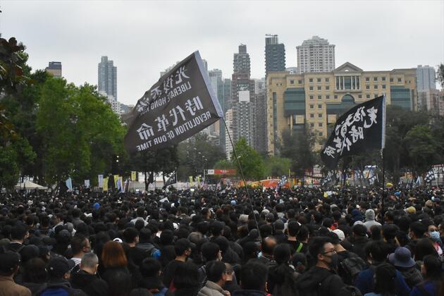 1 milyonun üzerinde kişi katıldı! Gerginlik artıyor