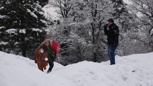 Kar yağışının keyfini çıkardılar