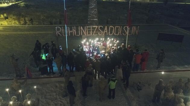 10 bin kişi soğuğa aldırmadan karın altında yürüdü