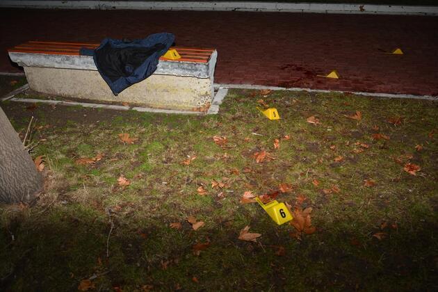 Parkta dehşet! Kalbinden ve boğazından bıçaklandı
