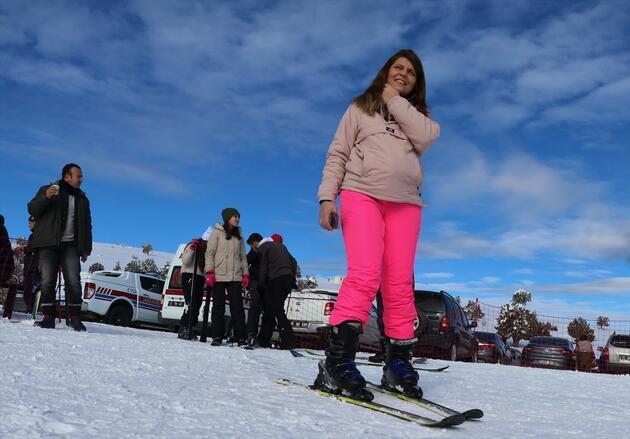 Salda Gölü manzaralı kayak merkezi sezonu açtı
