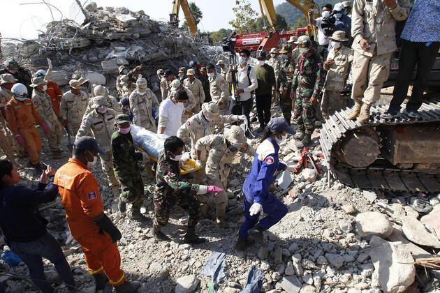 Kamboçya'da inşaat halindeki 7 katlı bina çöktü: 36 ölü