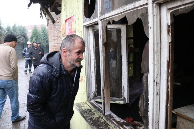 Yaşlı adam soğuk havada evsiz kaldı