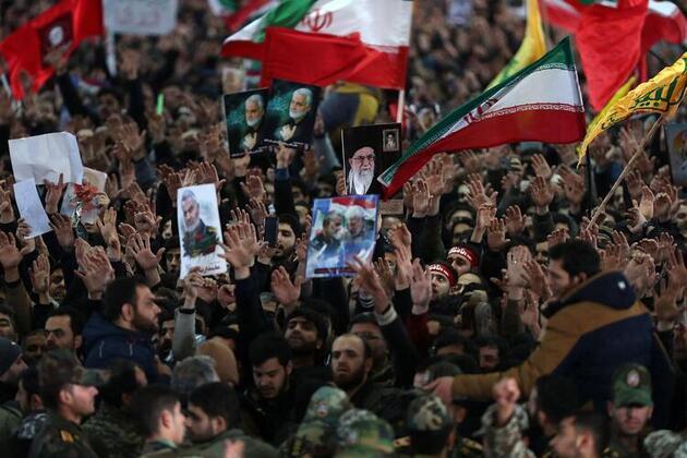 Kasım Süleymani'nin cenazesinde izdiham! 50 kişi hayatını kaybetti