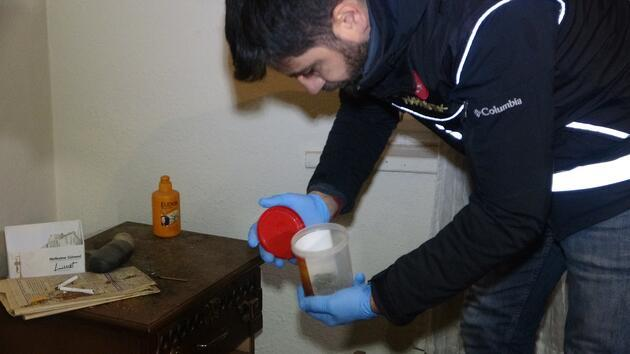 Çöp evden uyuşturucu çıktı