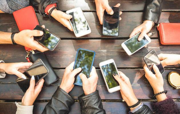 Telefonunuza uygulama indirip adınıza sahte yorumlar yazıyor, dikkat!