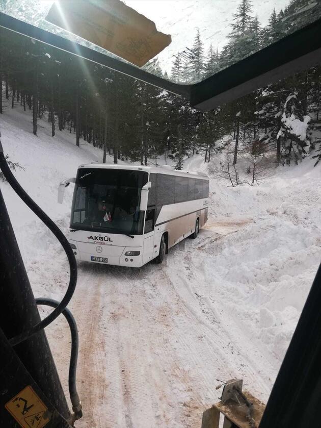 Öğrenciler otobüste mahsur kaldı