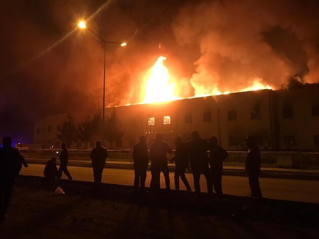 Tokat'ta 75. Yıl Yazmacılar Çarşısı'nda yangın