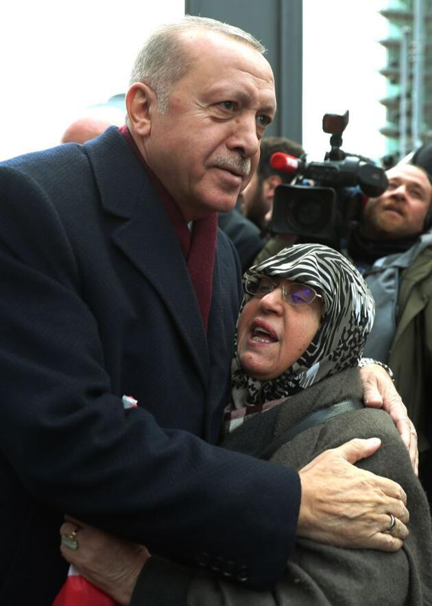 Erdoğan'ı, otelin önünde Türk vatandaşları karşıladı