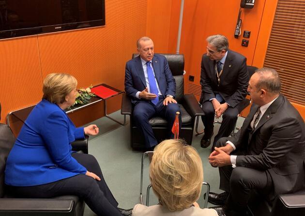 Erdoğan, Libya Zirvesi'nde liderlerle görüştü