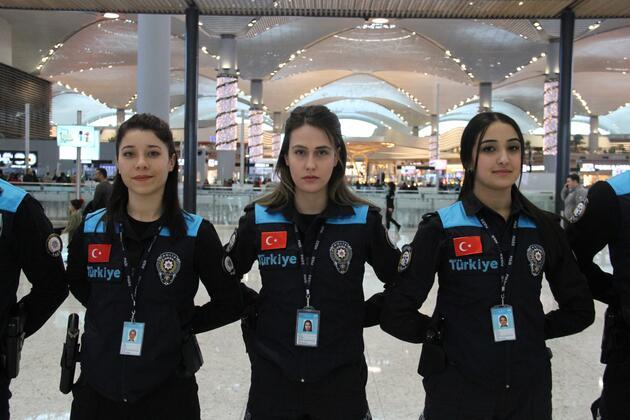 Pasaport polisleri yeni kıyafetlerini giydi