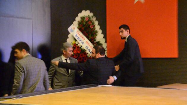Göç İdaresi İletişim Dairesi Başkanı Dr. Kadıoğlu, kürsüde kalp krizi geçirdi