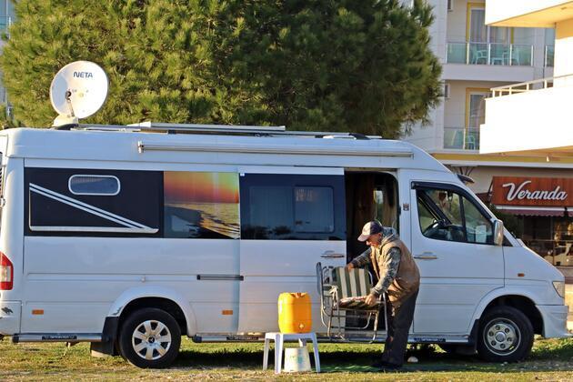 5 yıldızlı otellerin yanı başındaki karavan tatili sürüyor