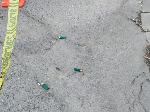 Sokak ortasında dehşet! Pompalı tüfekle ateş ederek ilerledi...