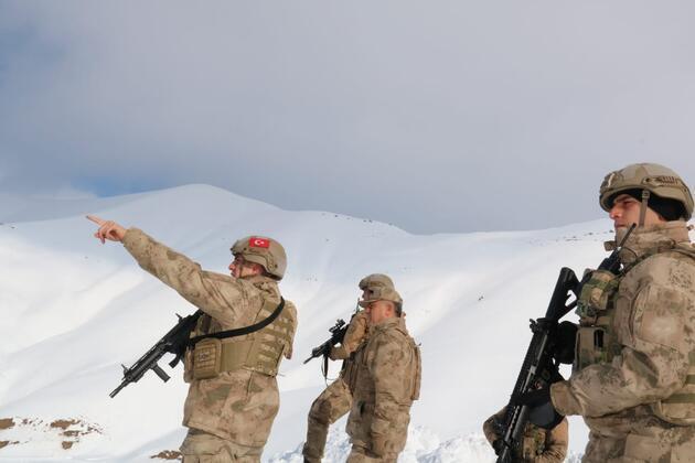 'Kapan-3' operasyonunda PKK'nın silah ve mühimmatı ele geçirildi