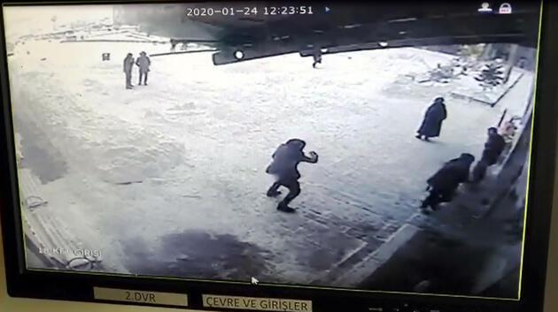 Van'da hastane girişindeki çatı çöktü