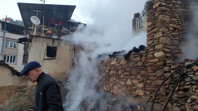 Gece yarısı çıkan yangın 7 eve sıçradı