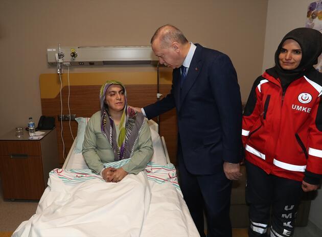 Cumhurbaşkanı Erdoğan hastanede yaralıları ziyaret etti