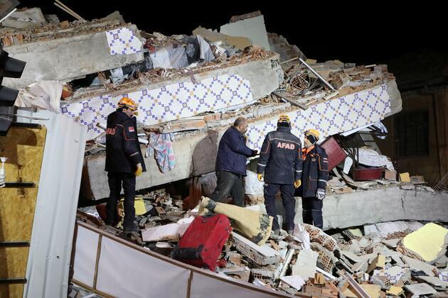 Dünya, Elazığ depremini bu karelerle gördü