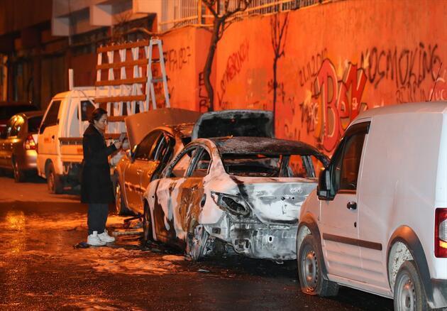 Şişli'de iki otomobil kundaklandı