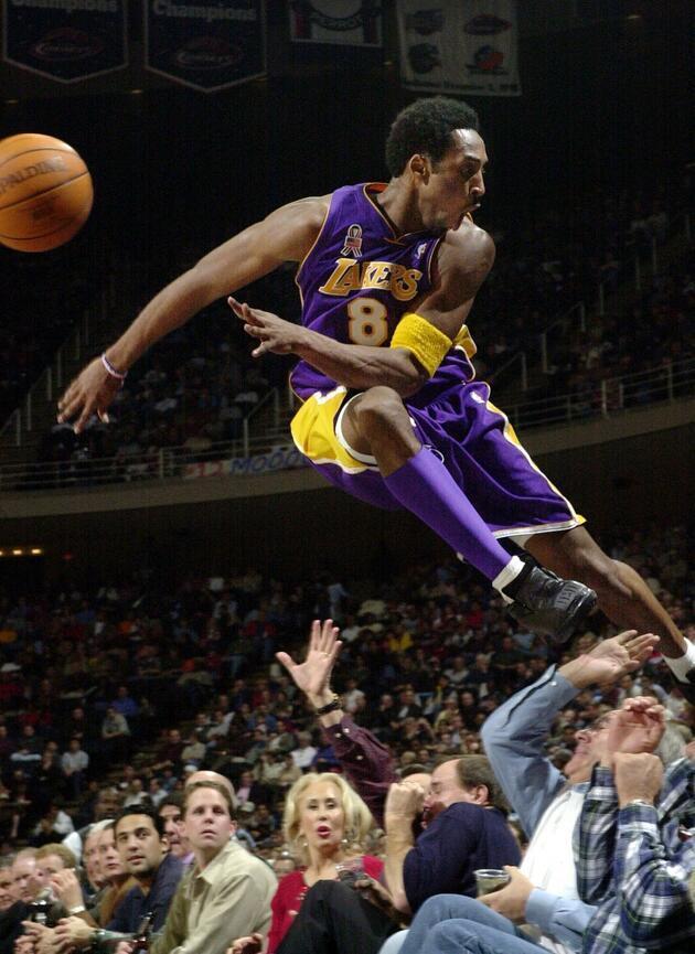 Binlerce kişi Kobe Bryant için toplandı