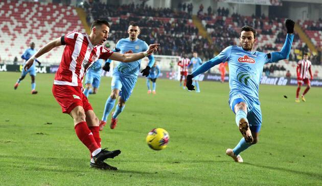 Sivasspor 90+3'te puanı kurtardı