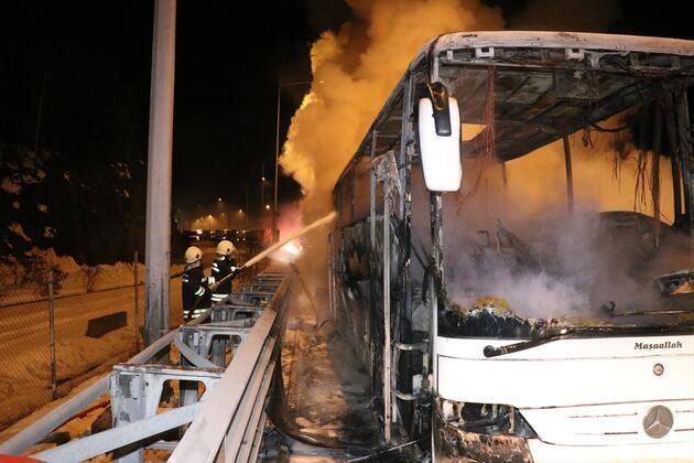 Cenazeye giden otobüs yandı