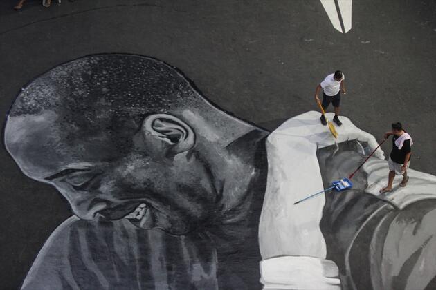 Kobe Bryant anısına dev portre