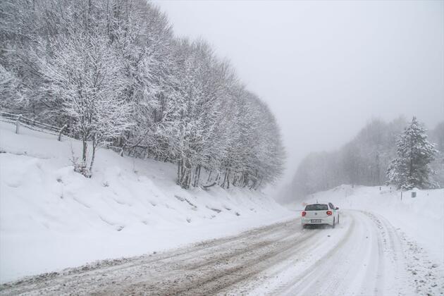 Kar yağışı sürücülere zor anlar yaşatıyor