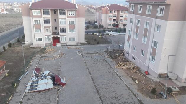Rüzgar Kayseri'yi savaş alanına çevirdi: Çatılar uçtu, ağaçlar devrildi, okullar tatil edildi