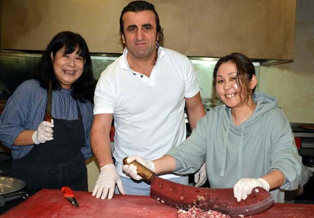 Japonya'dan gelip, Adana kebabı yaptılar!