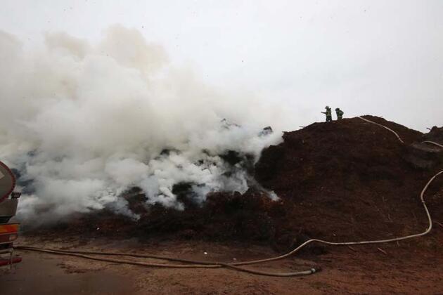 Fabrikadaki yangın soğutma çalışmaları sırasında yeniden başladı