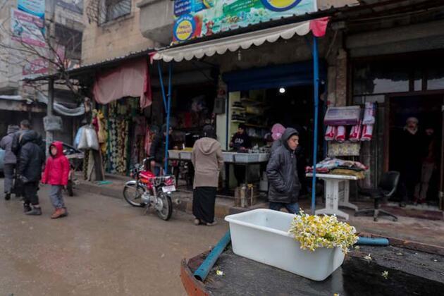 İdlib'de bombardıman altında zorluklarla dolu yaşam