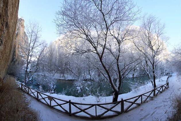 Tohma Kanyonu beyaza büründü