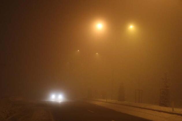 Gece saatlerinde sis etkisini gösterdi! Görüş mesafesi 10 metreye kadar düştü