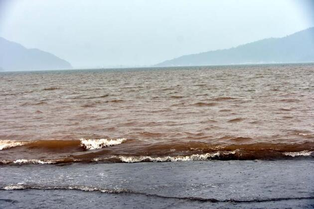 Marmaris'te denizin rengi değişti!