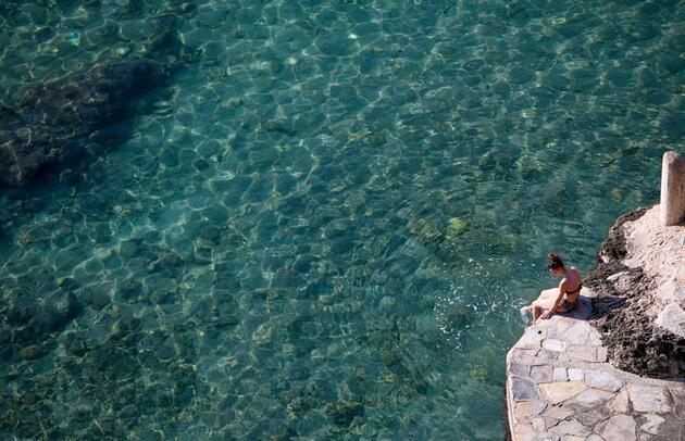 Antalya'da şubatta deniz keyfi