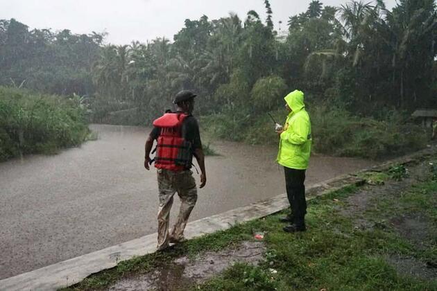 Endonezya'da sel felaketi! Kayıplar aranıyor