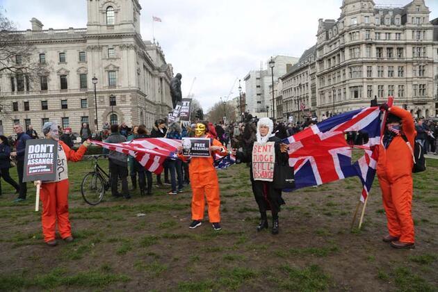 'Assange' gösterisinde dikkat çeken detaylar