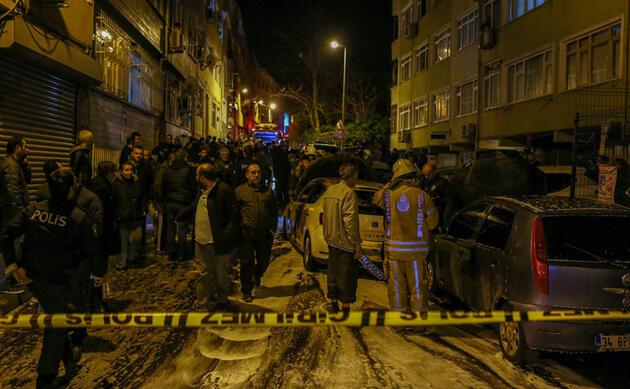 Mahallede panik dolu anlar: İstanbul'da 9 araç kundaklandı