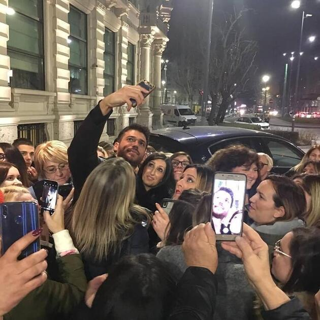 İtalya'da Can Yaman izdihamı!