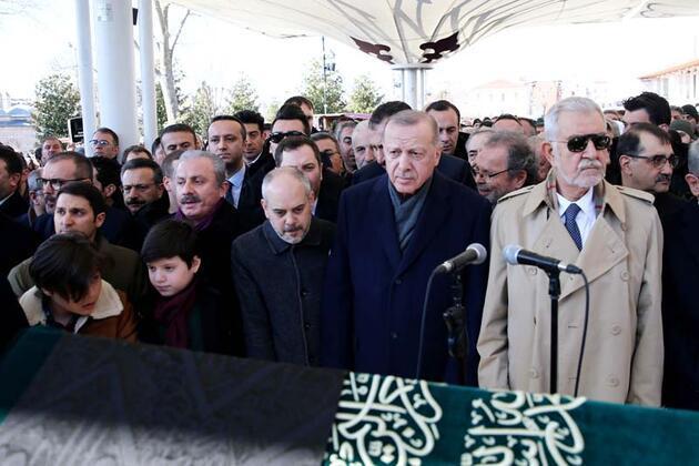 Cumhurbaşkanı Erdoğan, Fatih Camisi'nde cenaze namazına katıldı
