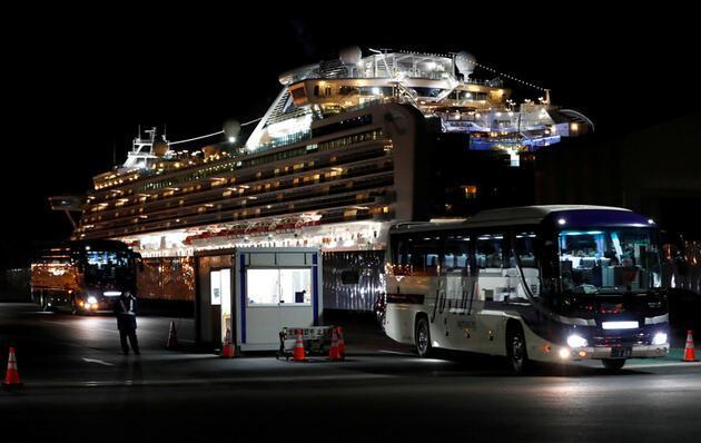 Karantina gemisinden kötü haber: Bir yolcu daha hayatını kaybetti