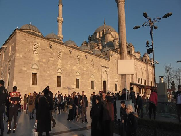 Fatih Camii'nin avlusunda bıçaklı kavga